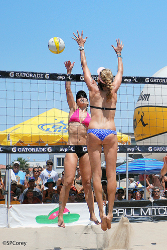 Kerri Walsh Kong block -purposefully blocking with both hands and arms apart to shut down the opposing hitters cross court options to hit to
