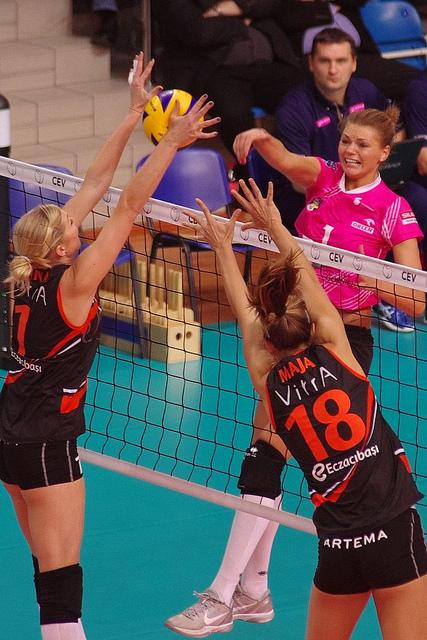 Blocking in Volleyball: (Jaroslaw Popczyk)