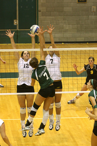 Middle Blocker Volleyball Position Middles Need To Read and Remember Hitter Tendencies (Horizon League)