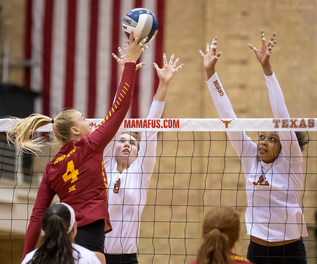 Texas Longhorns blockers watching the hitter. When blocking you should 1.watch the ball 2.then the setter 3. back to the ball 4. finally the hitter as they contact the ball. (Ralph Arvesen photo)