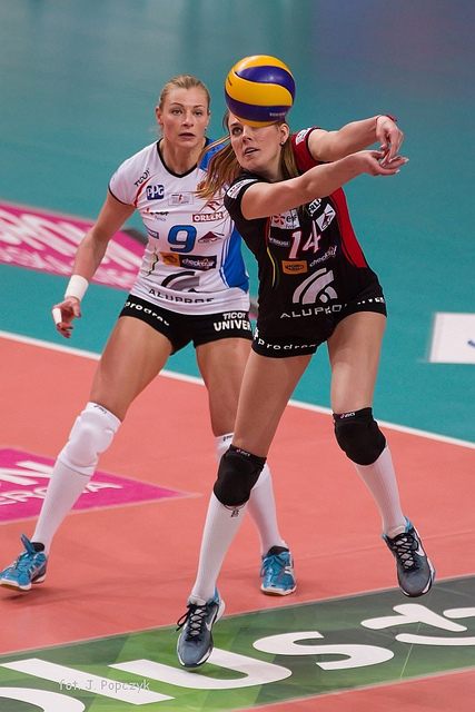Passing Drills Volleyball Players Do To Improve Ball Control Skills (Jaroslaw)