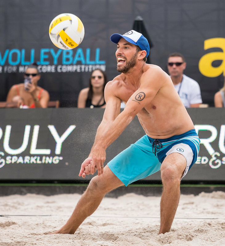 Play beach volleyball receiving and passing tips for new beach players coming from the indoor game like passing the ball straight ahead.  (Aversen)