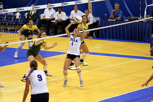 Oregon middle blocker watches the UCLA setter to determine which way shes going to set...