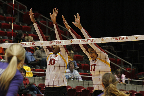 Blockers volleyball: Iowa Players Reading The Block And Sealing The Net (Photo Matt Van Winkle)
