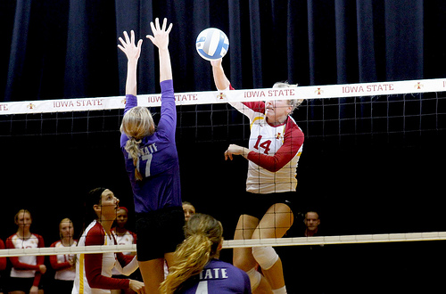 blocking in volleyball: one blocker vs one hitter