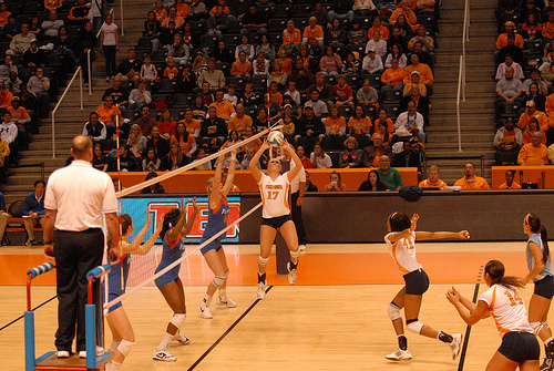 Tennessee setter # 17 is running her offense facing her middle blocker #41 and her left side hitter #14.