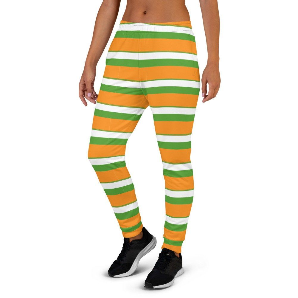 With the vibrant green, orange and white shades of the national flag of India we took the same essence and integrated them into beautiful patterns on our jogger sweatpants.