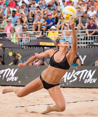 The wind, the sun and the sand present a whole different set of elements that players need to get used to when they learn how to play beach volleyball. (Aversen)