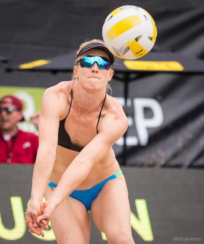 Beach Volleyball Passing Tips: Wind plays a big part where your pass ends up so to counteract its effects you want to pass the ball using a low body position. (Aversen)