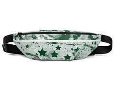 Cool fanny packs for men and women inspired by the flag of Pakistan Available on ETSY in my Volleybragswag shop. Get yours today!