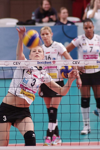 How To Spike A Volleyball: Pro Player hitting a ball (Jaroslaw Popczyk)