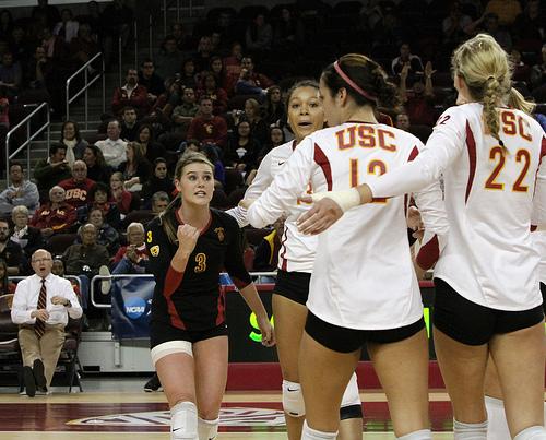 volleyball defense: USC Trojans Libero (photo Neon Tommy)