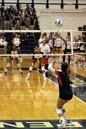 Indoor volleyball court:Illinois Volleyball Libero Serving From Behind Zone 1, The Right Back Zone of The Court photo by Richard Yuan