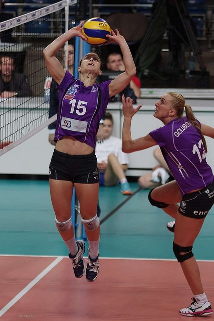 Players learn how to set a volleyball which begins with quick feet moving you to line your body under the ball and your ball shaped hands over your forehead
