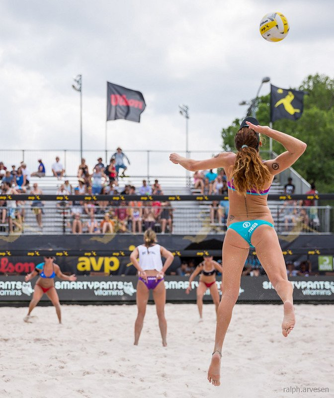 The beach volleyball ready position pro players use is for arms to extend in front of their body at a 45 degree angle with the palms of the hand facing upwards towards the sky. (Aversen)