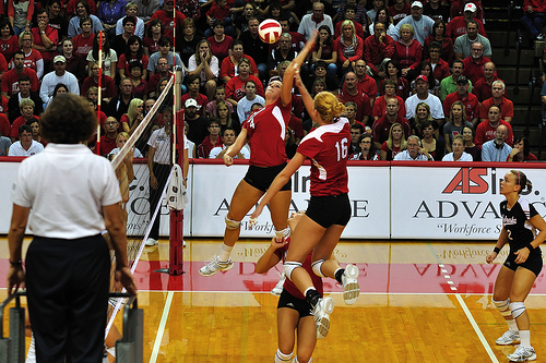 Volleyball rules for communication: Nebraska hitters run a double attack