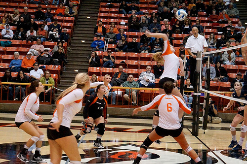 Offense volleyball tactics, volleyball plays and volleyball offenses that setters run. From easy to complex, learn the strategies setters use to run the team.